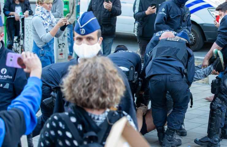 """Belgio, 23enne arrestato muore in commissariato """"per arresto cardiaco"""""""