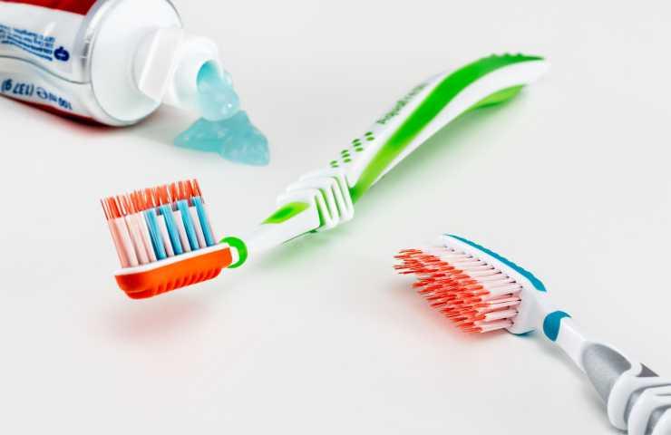 pulizia-denti-fai-da-te