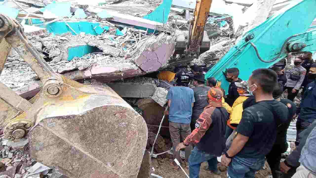 Terremoto Indonesia morti feriti