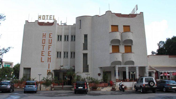 Palermo, tradimento all'Hotel Eufemia