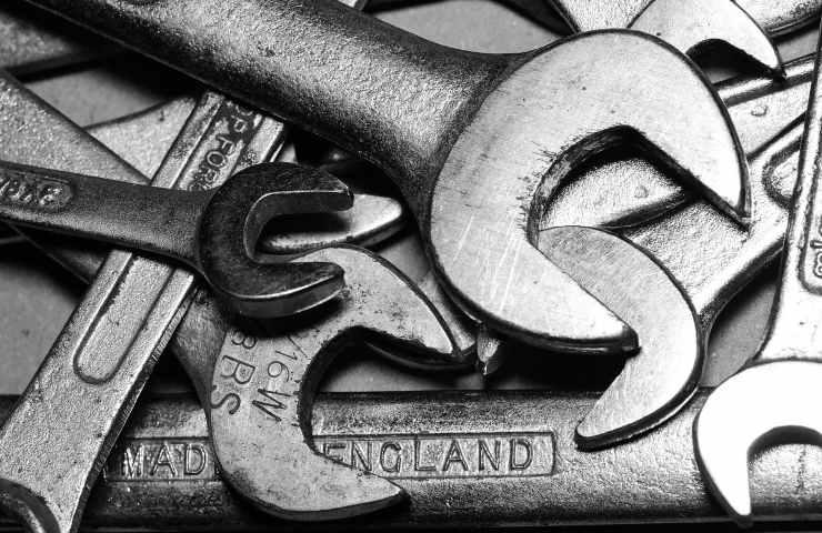 adolescente uccide con chiave inglese l'amico