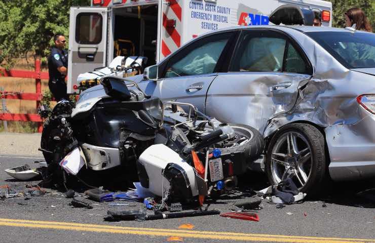 morto 23enne scontro moto