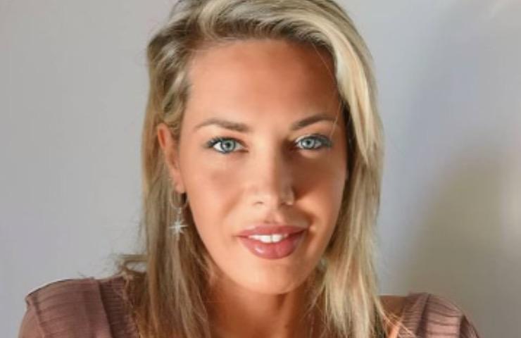 Laura D'Amore hostess paradisiaca