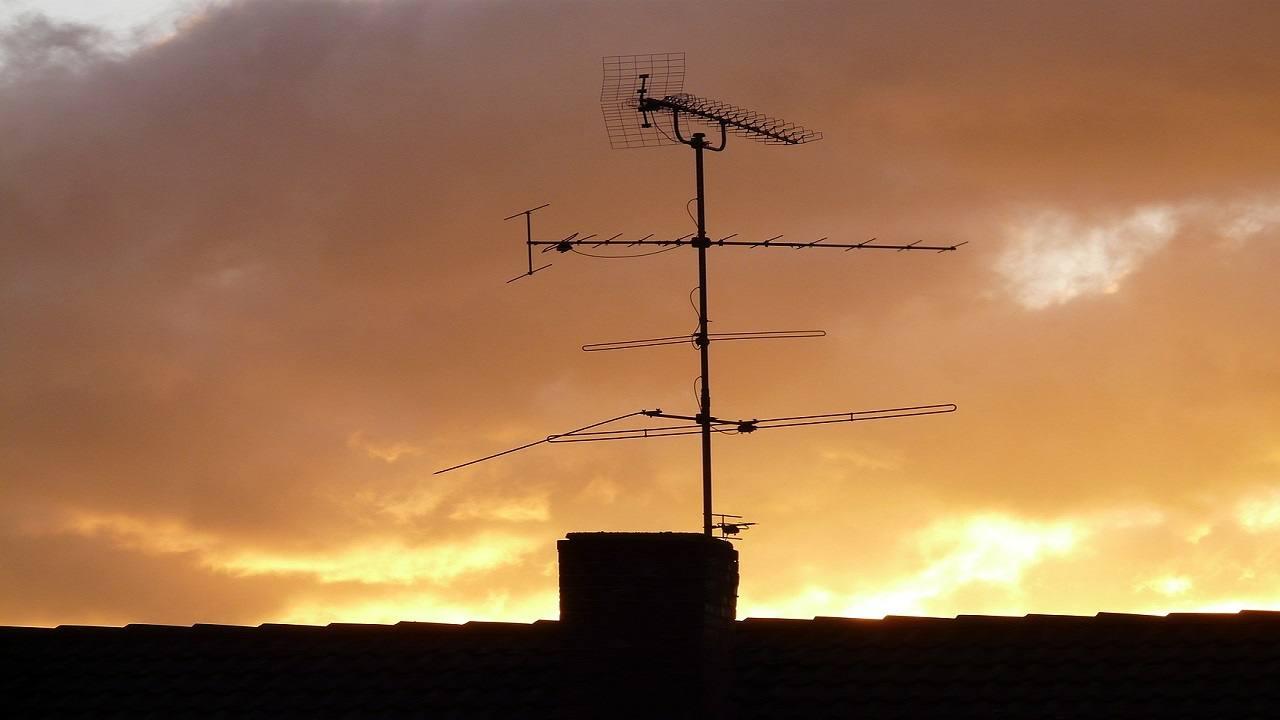 Salerno scivola mentre sistema antenna muore 57enne