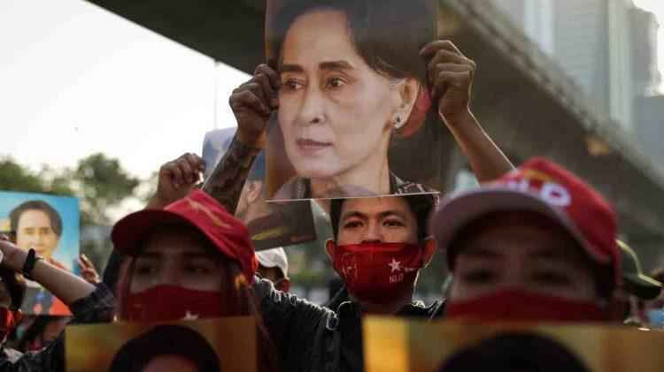 myanmar blocco social media da parte dell'esercito