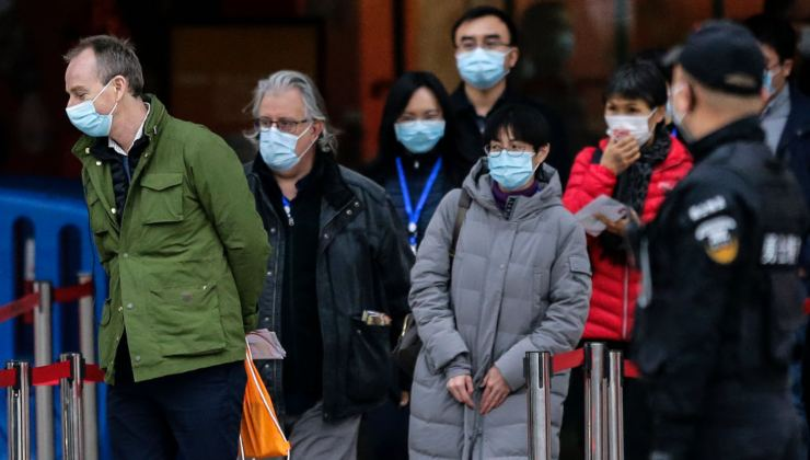 I membri dell'Oms durante le indagini a Wuhan, in Cina - Getty Images