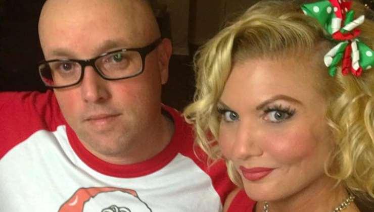 Kat West col marito - Facebook