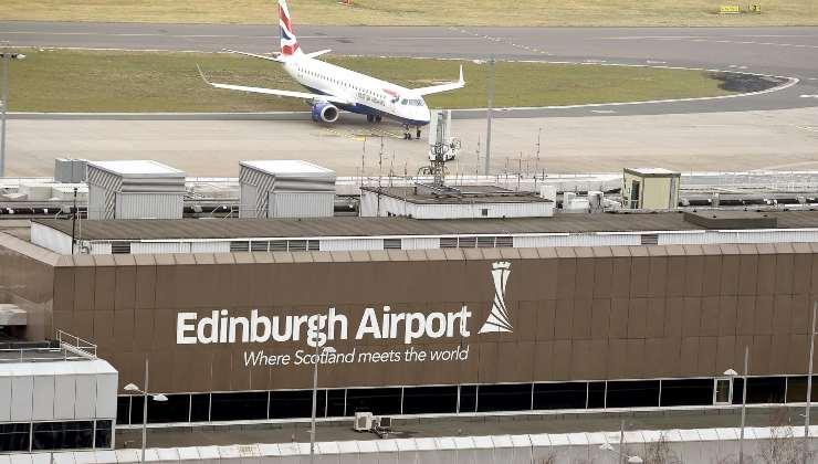 Bloccata all'aeroporto di Edimburgo, Billie Gray è stat messa in quarantena in un Covid hotel