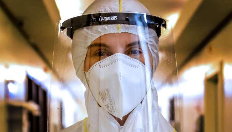 Medico in tenuta anti-Covid - Getty Images