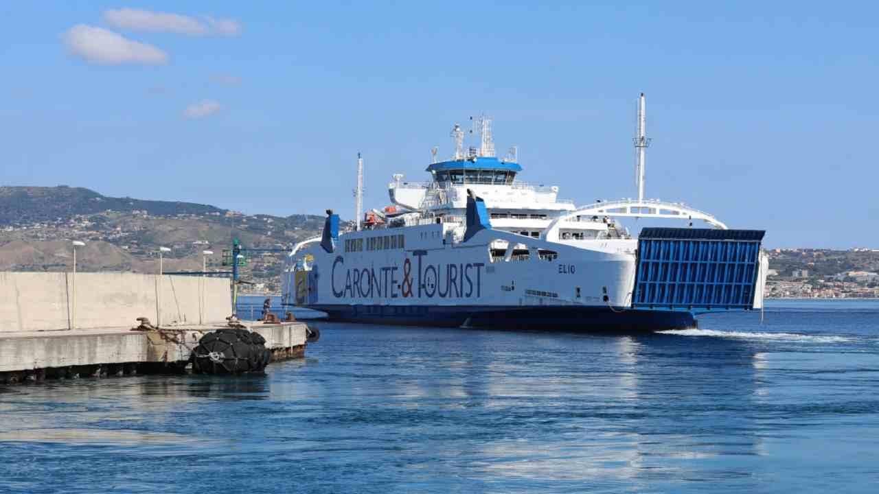 Messina marinaio morto porto
