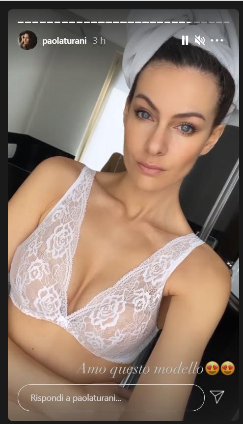Paola Turani, lingerie seducente