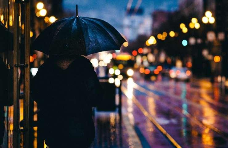 Forti perturbazioni da domani, allerta meteo