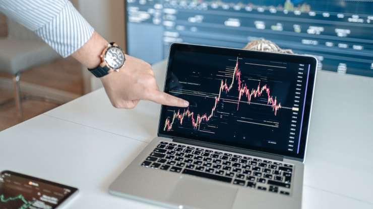 Trading online - Pexels
