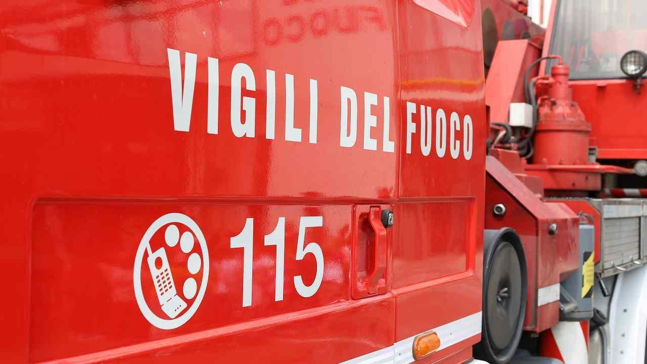 Roma incendio appartamento morto un uomo
