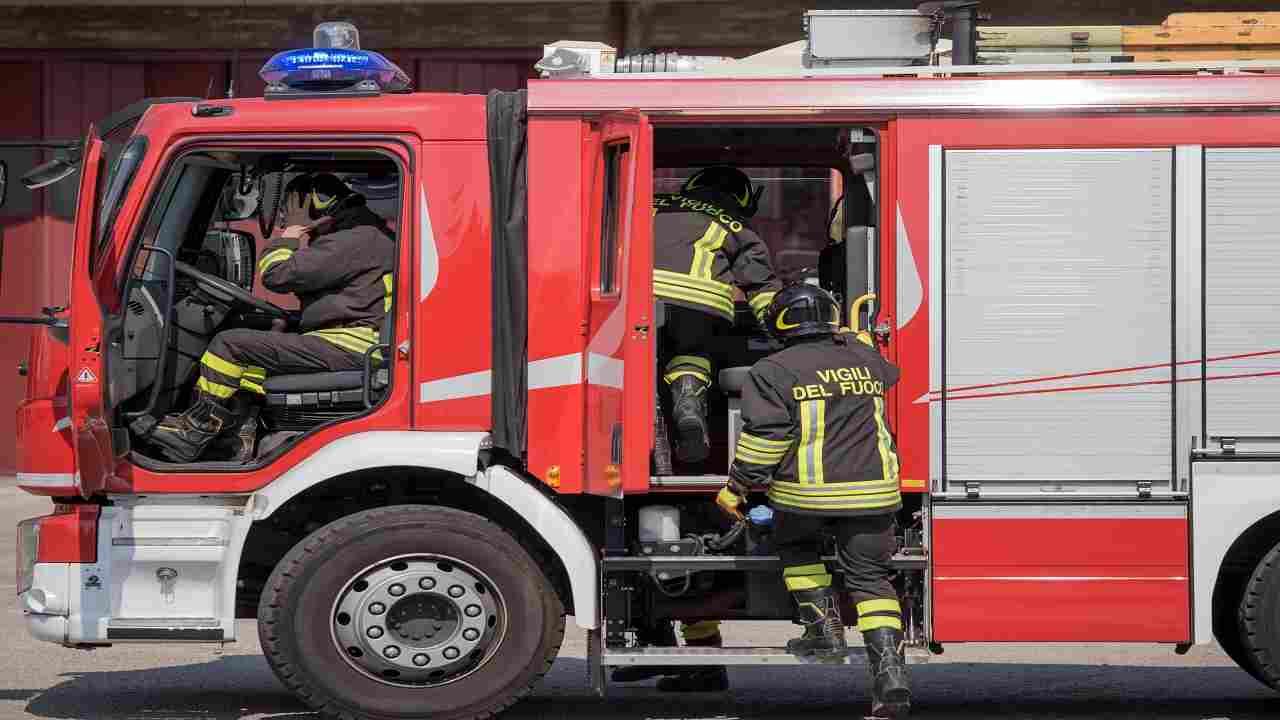 Napoli incendio appartamento due morti