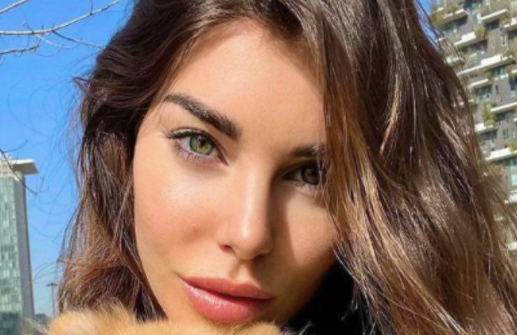 Bianca Atzei stupenda vassoio