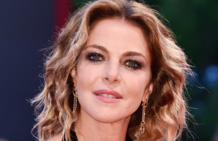 Claudia Gerini Can Yaman virale