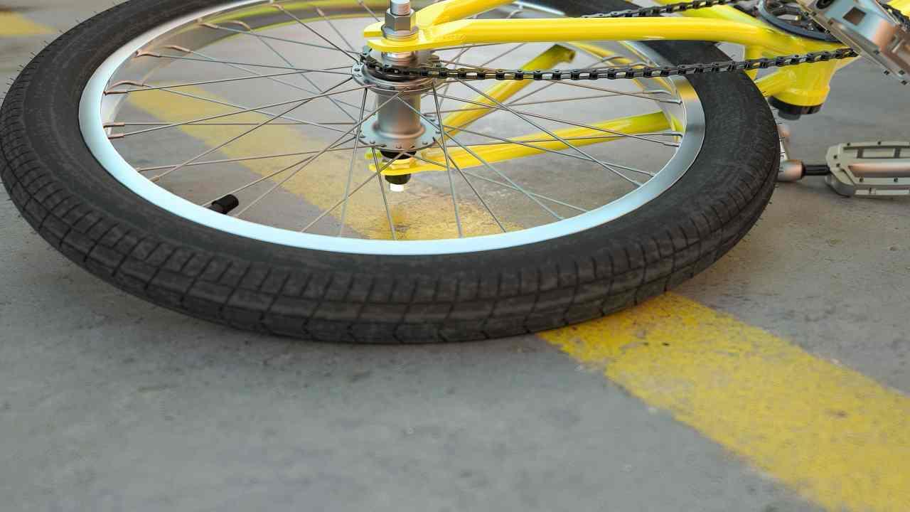 Caserta incidente bici morto uomo
