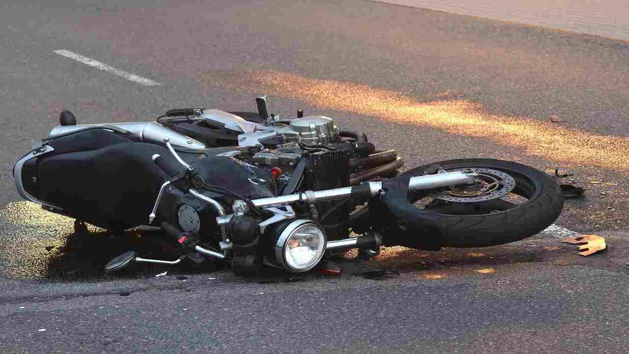 Cosenza incidente moto muore ragazzo 32 anni