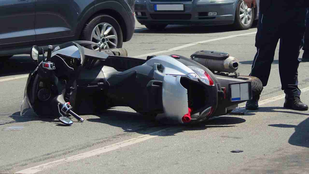 Vigevano incidente scooter morto ragazzo