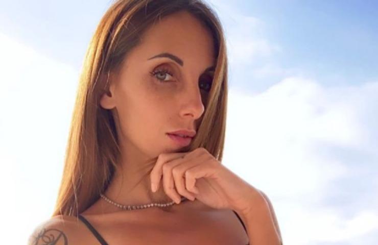 Jessica Franceschetti canotta illegale