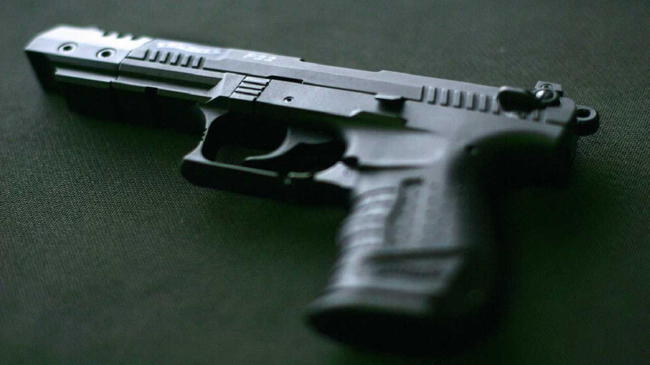 Brescia parte colpo pistola muore donna