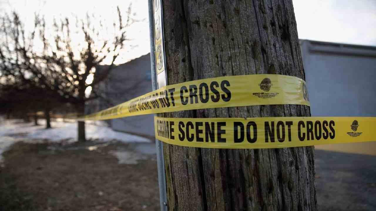 Irlanda ragazzo uccide madre fidanzata suicidio