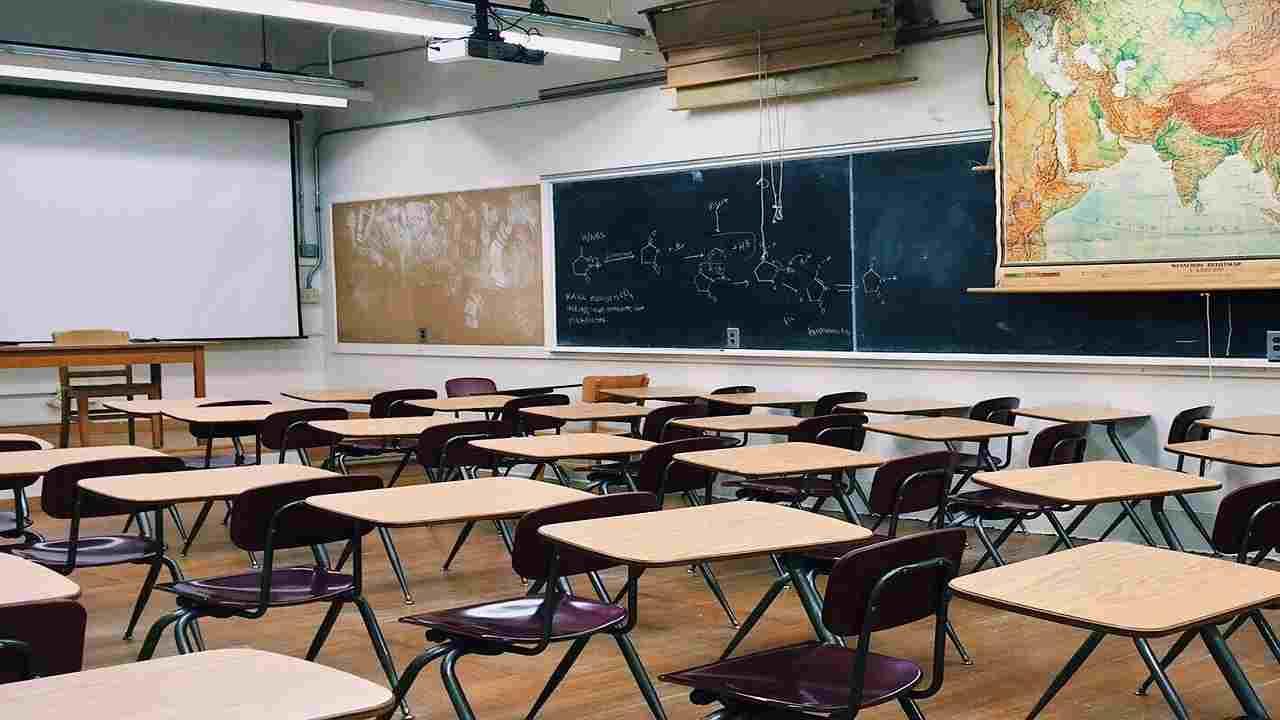 Abbiategrasso professore muore malore scuola