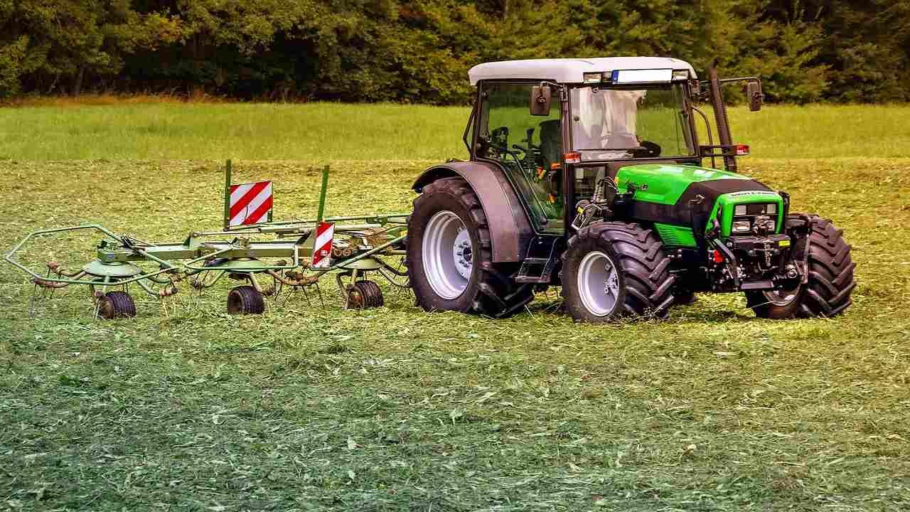 Varese travolto trattore muore contadino