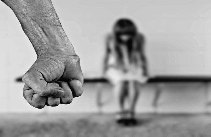 scarcerato stupra due donne