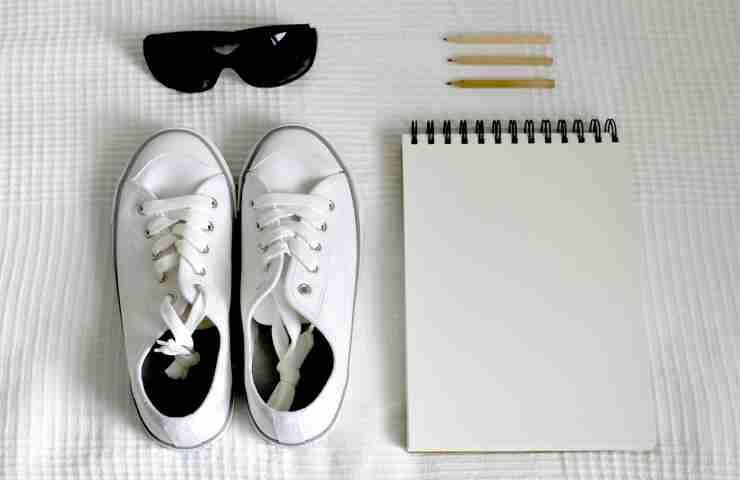 pulire scarpe bianche con rimedi naturali