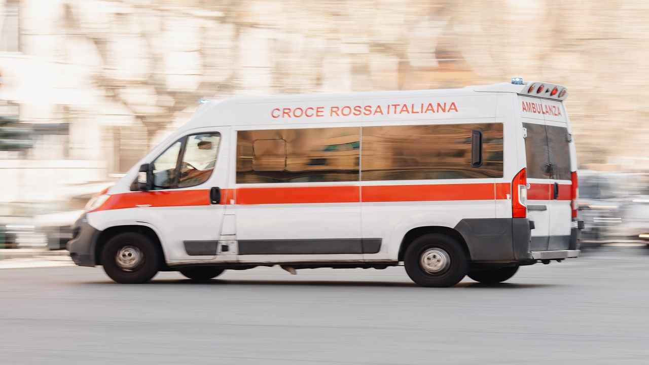 Udine incidente moto auto morto uomo