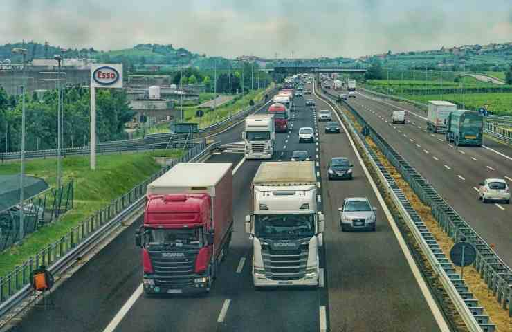 Autostrada A4 doppio incidente due morti