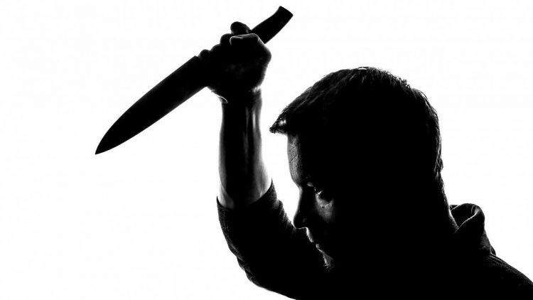 uccide moglie 14 coltellate