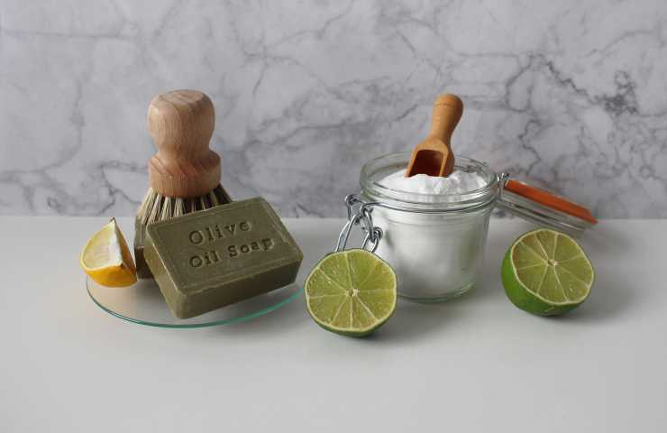 pulire acciaio inox con ingredienti naturali