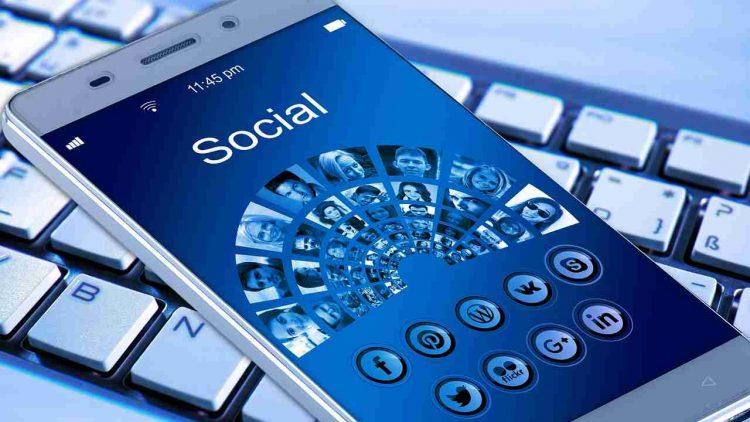 Facebook, dati esposti milioni utenti
