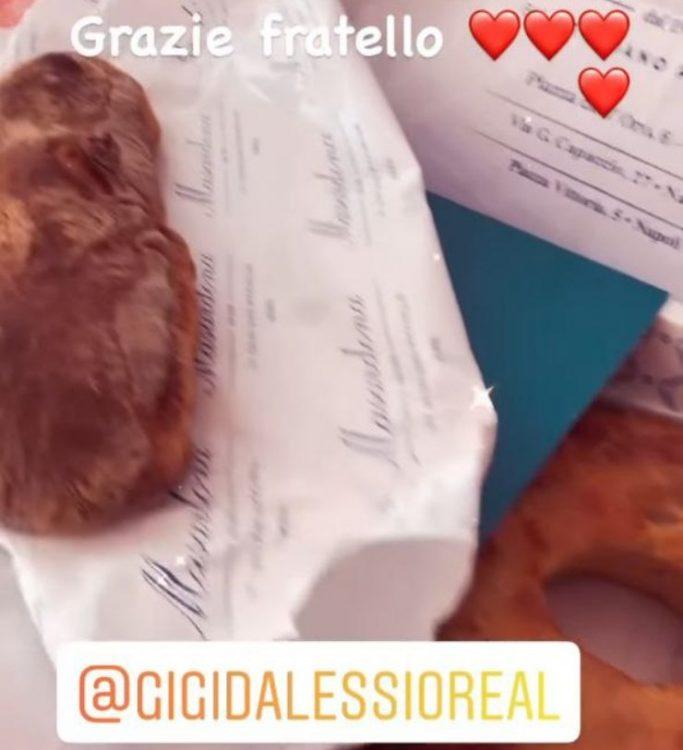 Gigi D'Alessio regalo Mara Venier Pasqua
