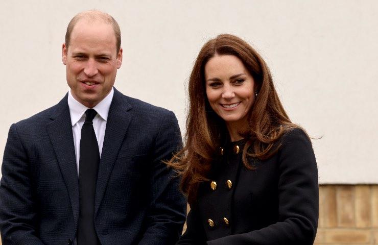 Kate Middleton cappotto nero cerimonia Filippo