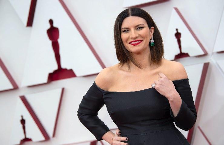 Laura Pausini abito nero oscar 2021
