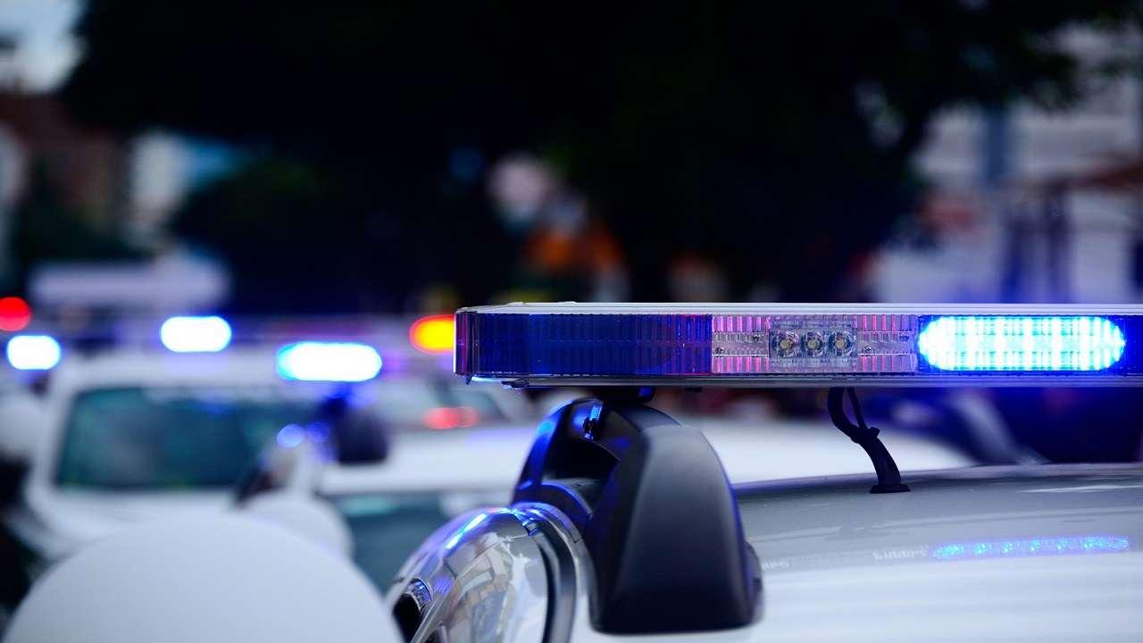 Francia poliziotta uccisa commissariato