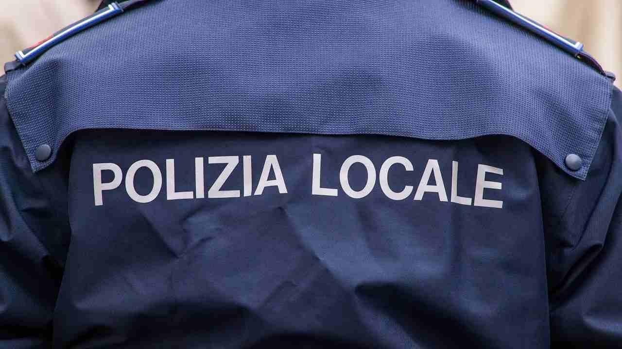 Prato agente polizia municipale suicidio