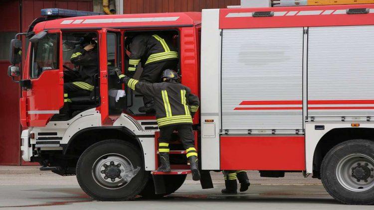 Vittorio Veneto si suicida gas evacuato condominio