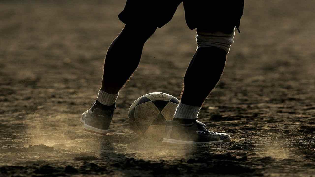 Inghilterra ragazzo muore campo calcio fulmine