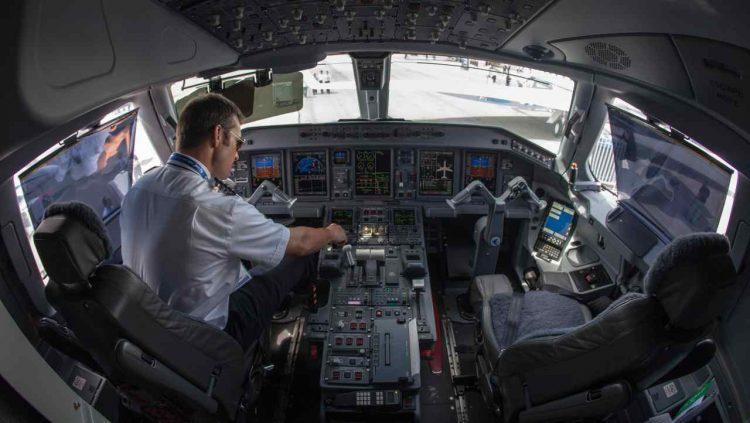 aereo interno cockpit