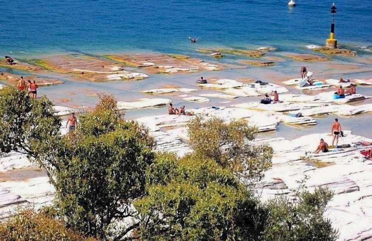 Spiaggia Sirmione lastre