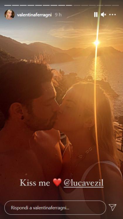 Valentina Ferragni seduce bikini verde Monterosso Liguria