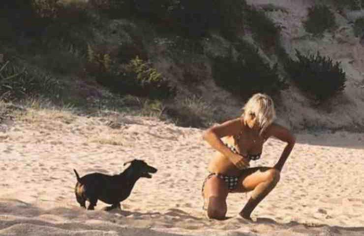 Maria De Filippi paparazzata bikini