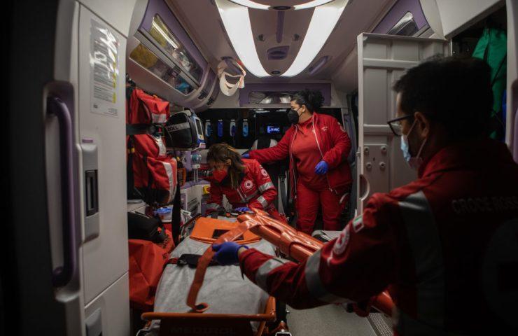 scontro tra un'ambulanza ed un'auto