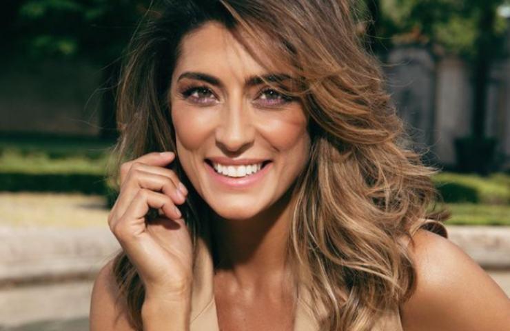 Elisa Isoardi cambio look nuovo colore capelli