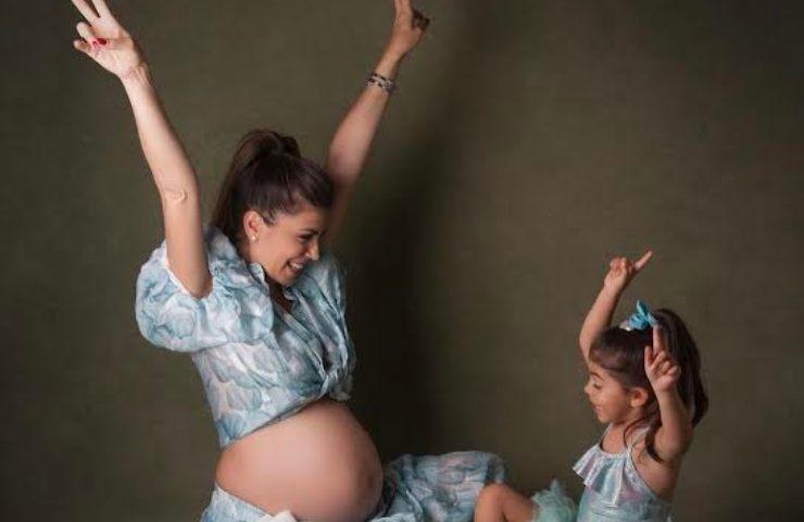 Flora Canto e figlia